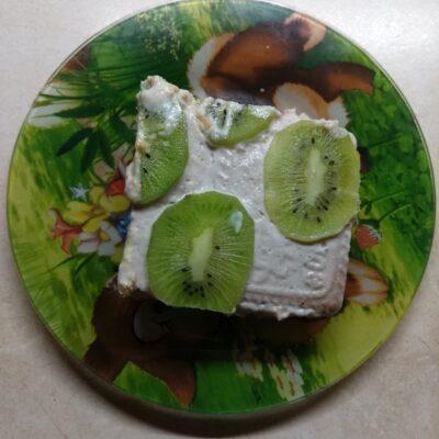 Десерт без выпечки из печенья, йогурта и бананов - рецепт с фото
