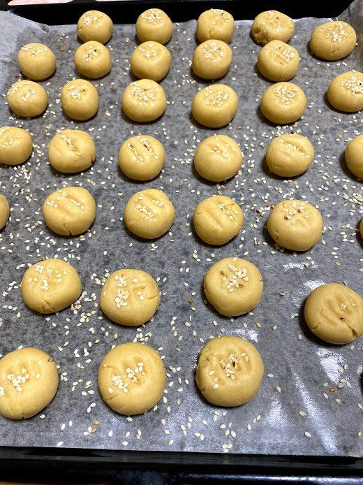 Фото рецепта - Рисовое печенье с кунжутом - шаг 11