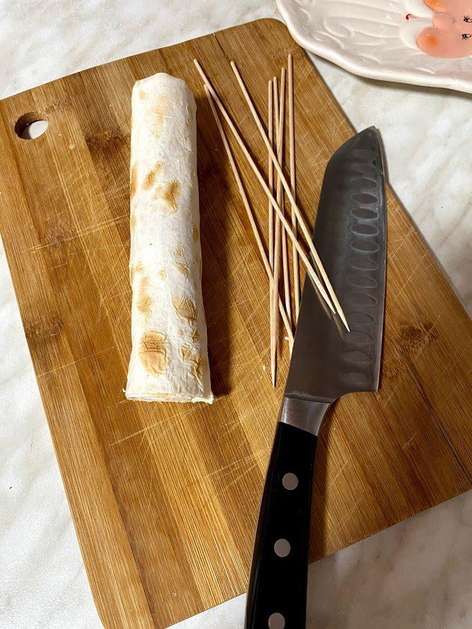 Фото рецепта - Рулетики из лаваша на шпажках - шаг 4