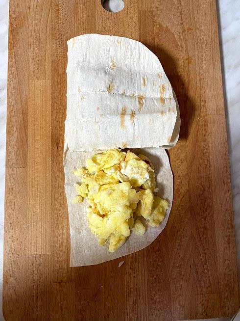 Фото рецепта - Рваный омлет в лаваше - шаг 11