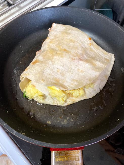 Фото рецепта - Рваный омлет в лаваше - шаг 13