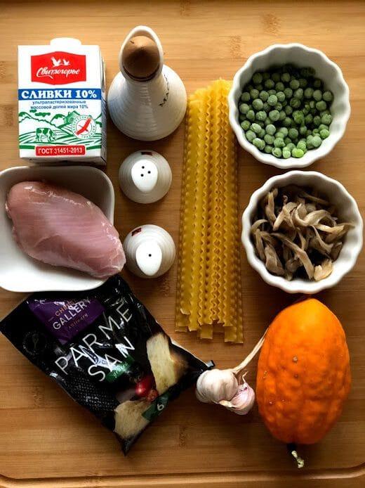Фото рецепта - Сливочная паста с тыквой, грибами и курицей - шаг 1