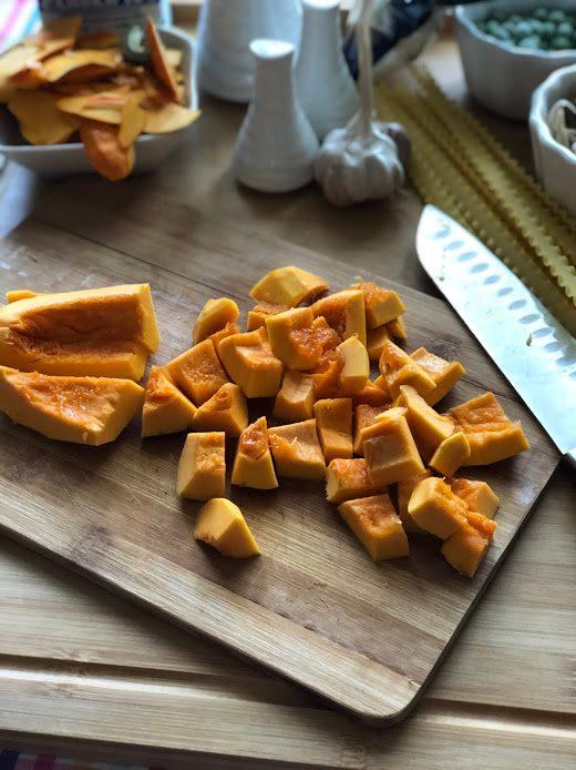 Фото рецепта - Сливочная паста с тыквой, грибами и курицей - шаг 6
