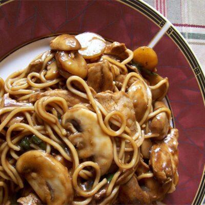 Курица с грибами в соусе (по-восточному) - рецепт с фото