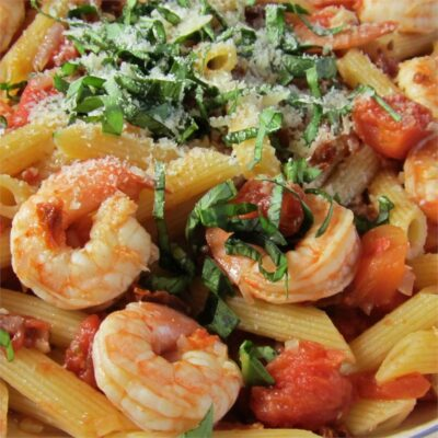 Пенне с креветками и томатами - рецепт с фото
