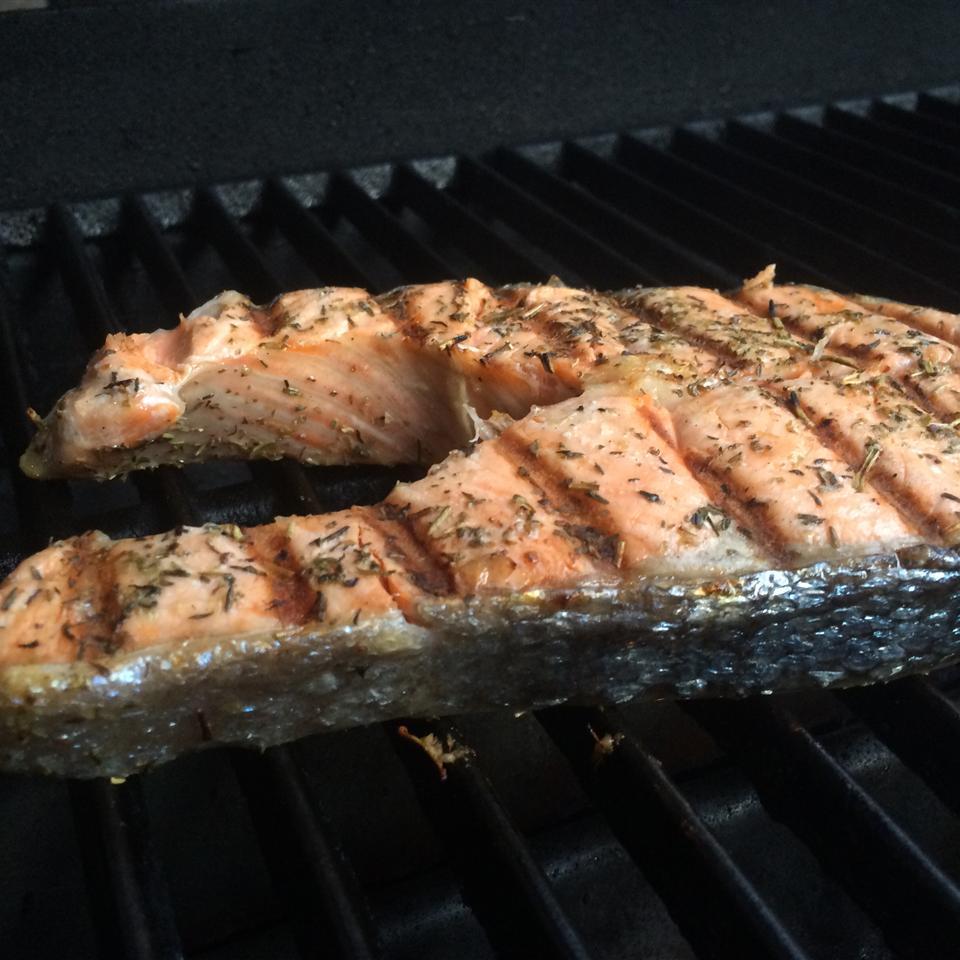 Рыба, жаренная на мангале