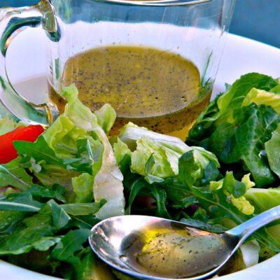 Медовая заправка для салатов на оливковом масле - рецепт с фото