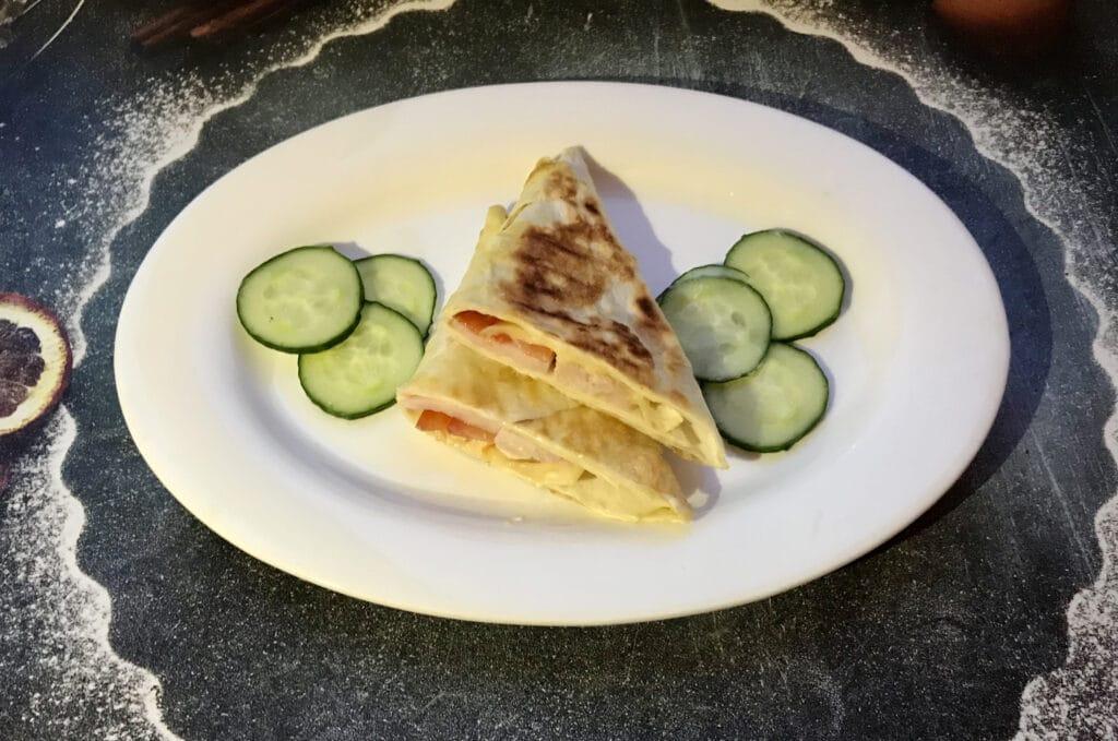 Фото рецепта - «Треугольники» из лаваша с колбасой и сыром - шаг 7