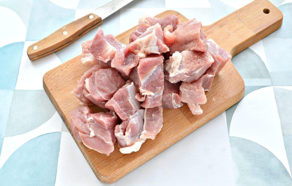 Фото рецепта - Шашлык из свинины в духовке на кефире - шаг 1