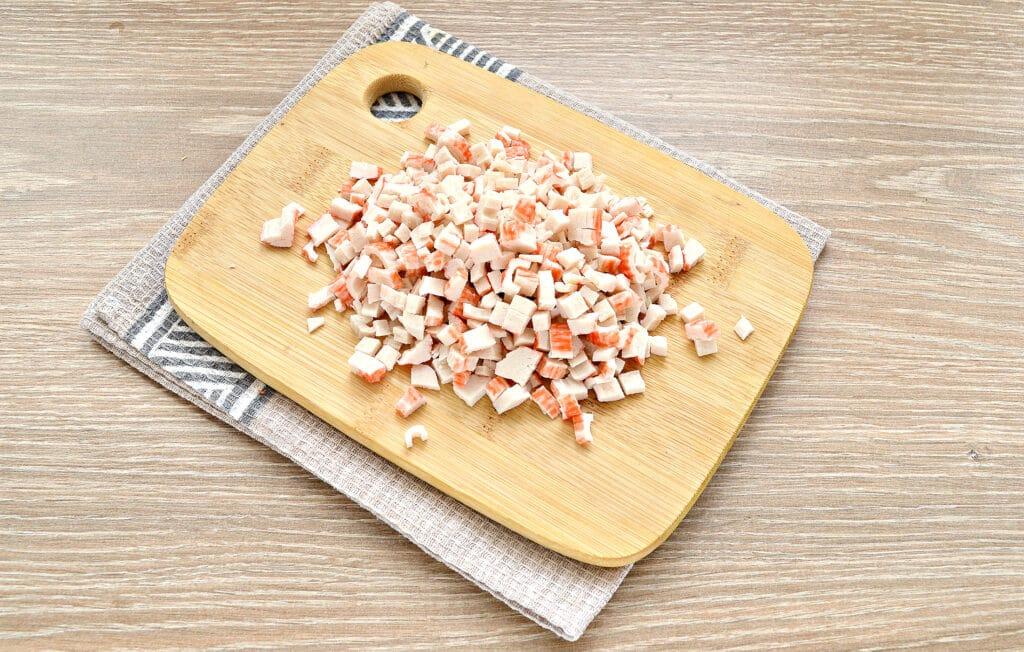 Фото рецепта - Закусочные бутерброды с крабовыми палочками и сыром - шаг 1
