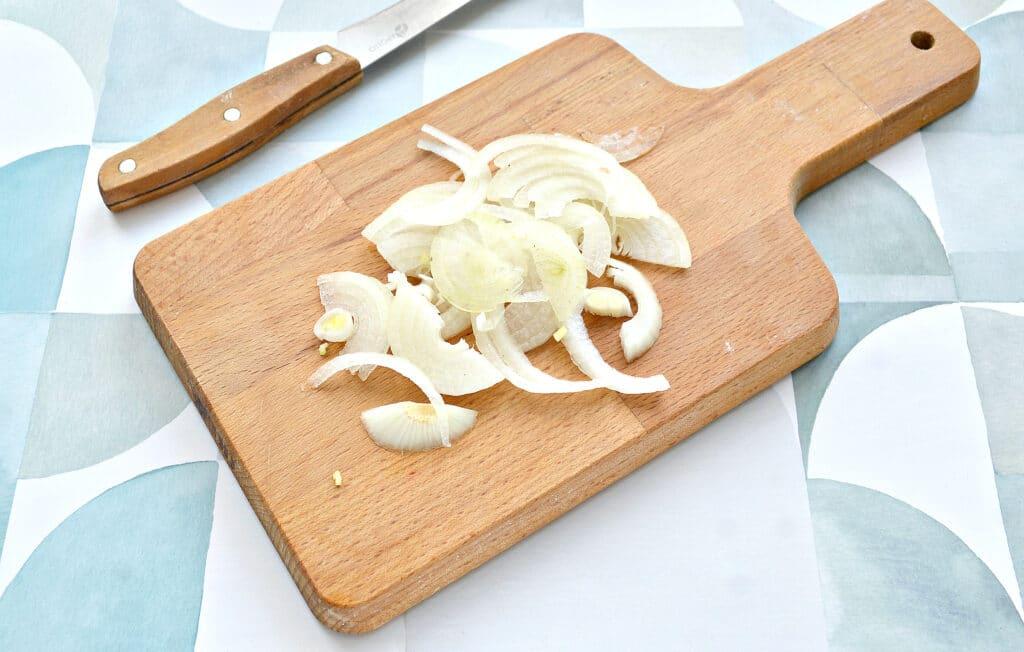 Фото рецепта - Шашлык из свинины в духовке на кефире - шаг 2