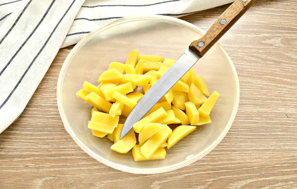 Фото рецепта - Суп с капустой и малосольными огурчиками - шаг 2