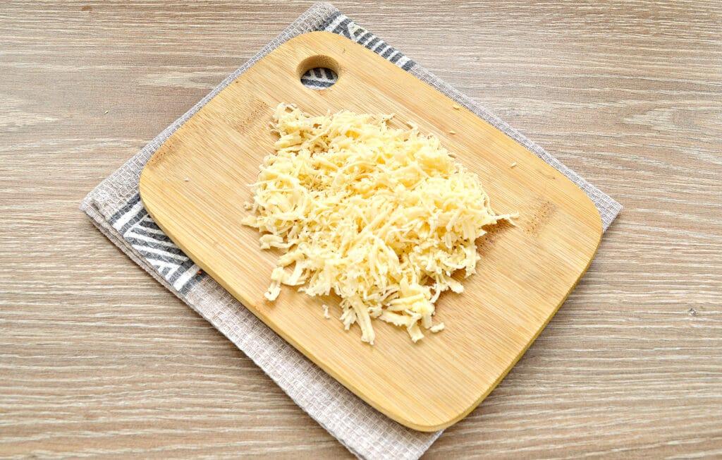 Фото рецепта - Закусочные бутерброды с крабовыми палочками и сыром - шаг 2