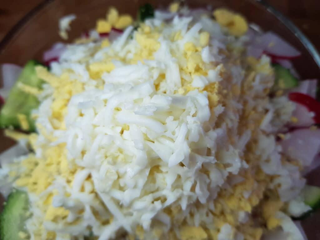 Фото рецепта - Салат из свежего огурца и редиски - шаг 4