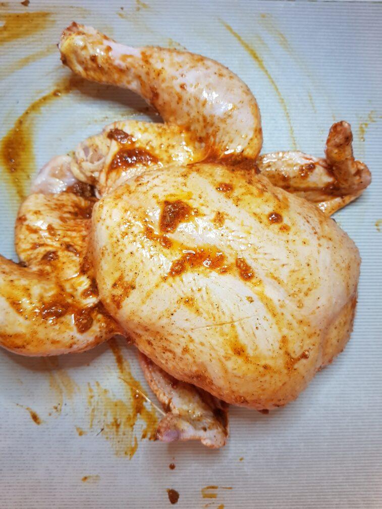 Фото рецепта - Курица (целая), запеченная в духовке - шаг 2