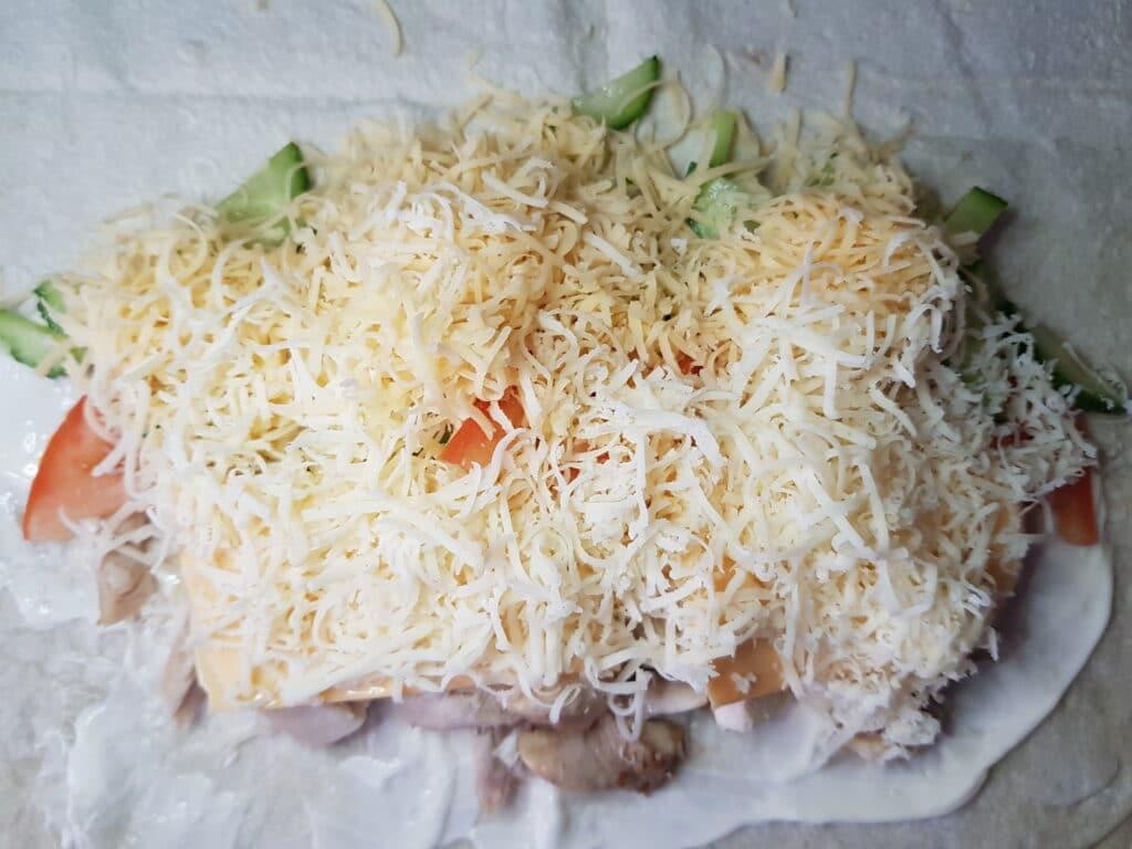 Фото рецепта - Шаурма с куриной грудкой, овощами и сыром - шаг 6