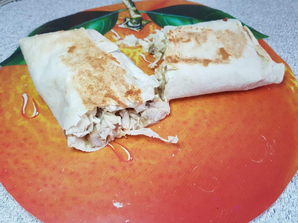Фото рецепта - Шаурма с куриной грудкой, овощами и сыром - шаг 8
