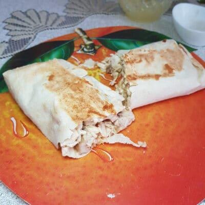 Шаурма с куриной грудкой, овощами и сыром - рецепт с фото