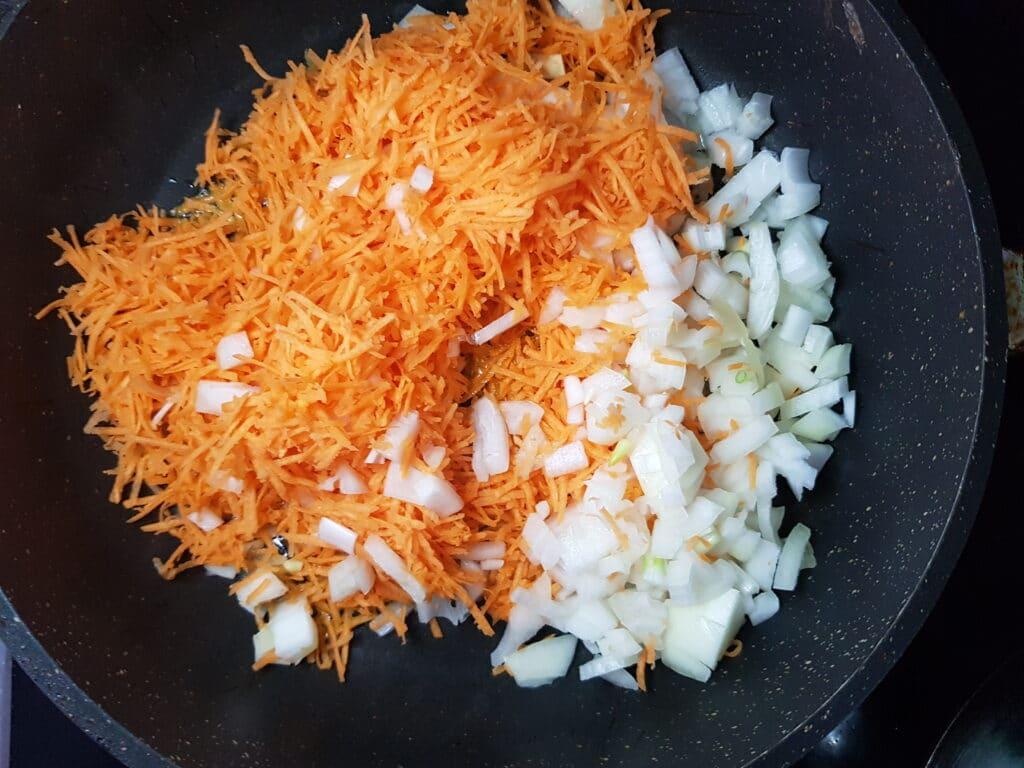 Фото рецепта - Гороховый суп на мясном бульоне - шаг 4