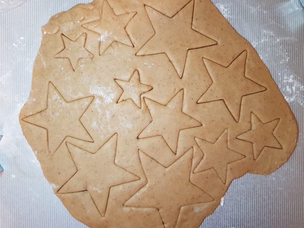 Фото рецепта - Имбирные печенья с сахарной глазурью - шаг 6