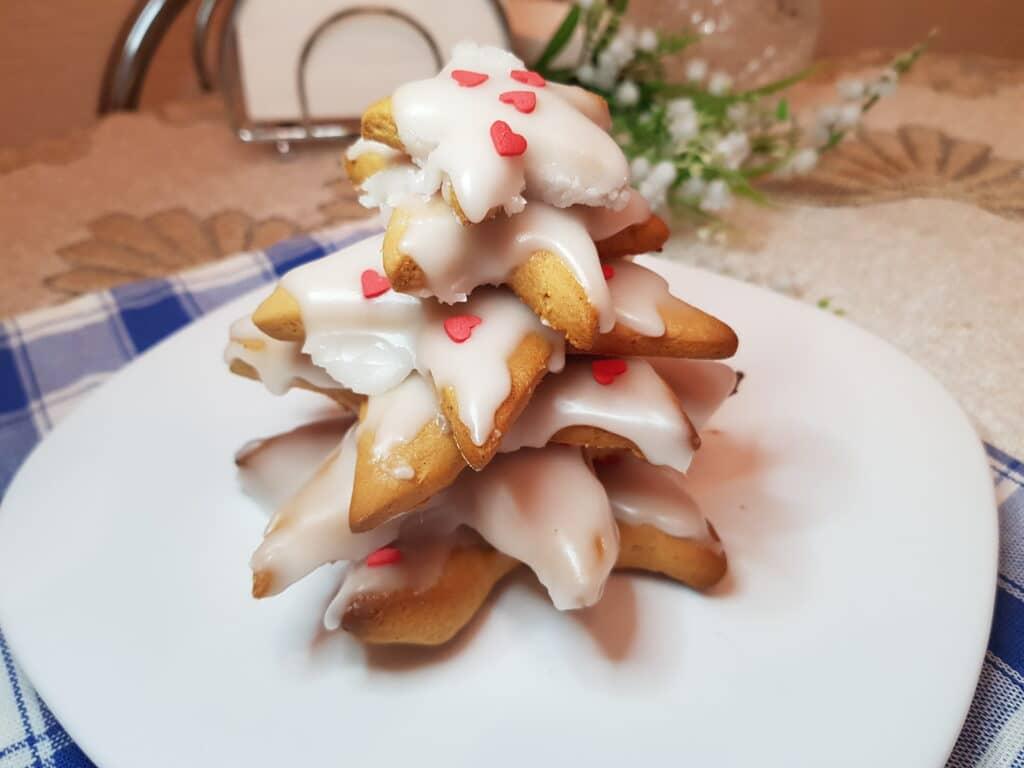 Фото рецепта - Имбирные печенья с сахарной глазурью - шаг 8