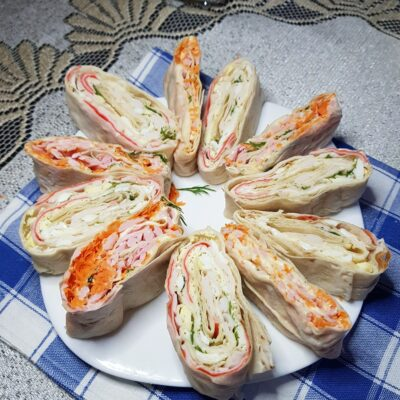 Рулетики из лаваша с разнообразными начинками для праздничного стола - рецепт с фото