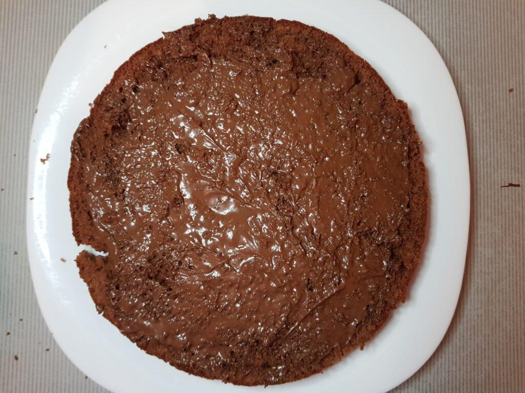 Фото рецепта - Шоколадный пирог с ганашем на сливках - шаг 6