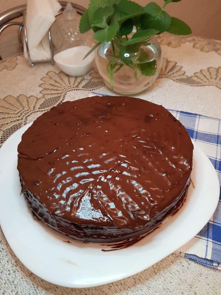 Фото рецепта - Шоколадный пирог с ганашем на сливках - шаг 7