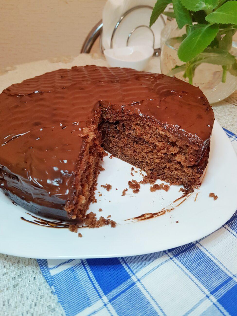 Шоколадный пирог с ганашем на сливках