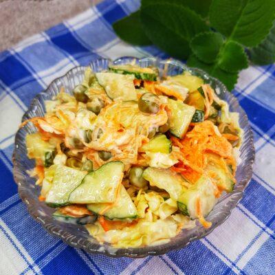 Овощной салат с пекинской капустой и зелёным горошком - рецепт с фото