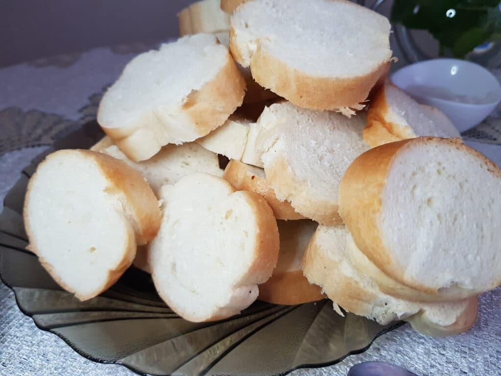Фото рецепта - Бутерброды со шпротами и свежим огурцом - шаг 1
