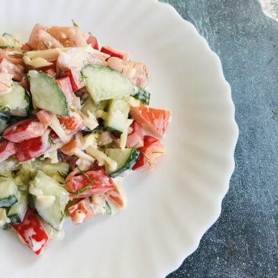 Овощной салат с сыром - рецепт с фото