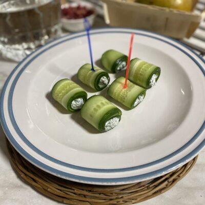 Рулетики из огурцов с творожным сыром - рецепт с фото