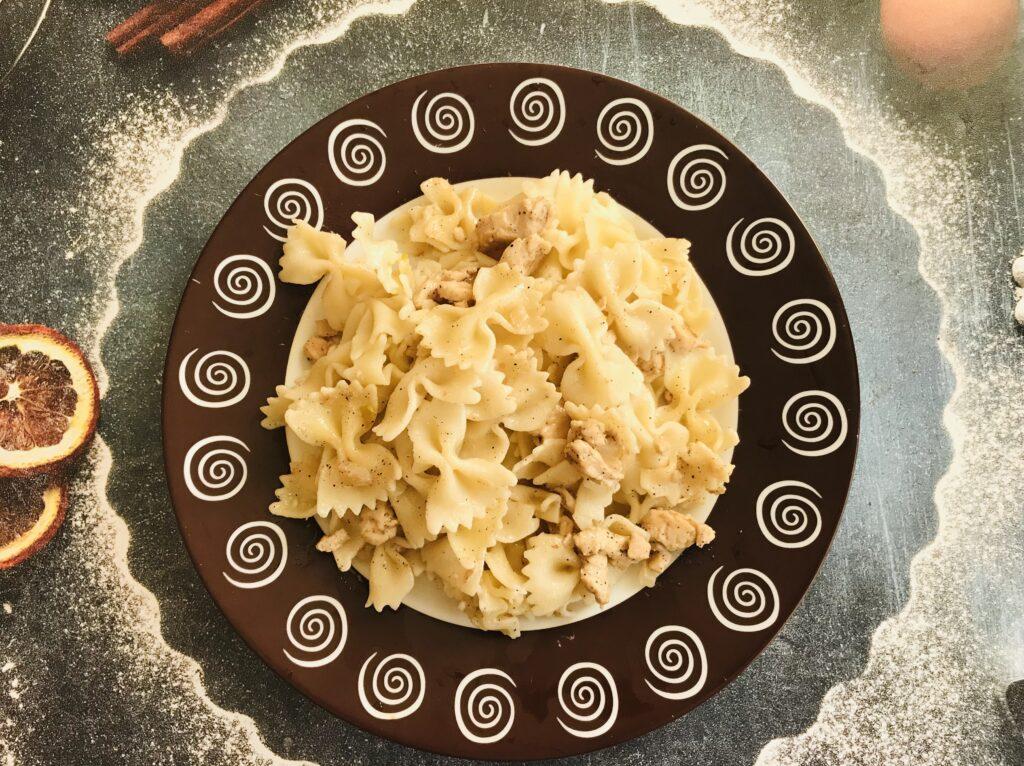 Фото рецепта - Фарфалле с куриным филе и сметаной - шаг 8