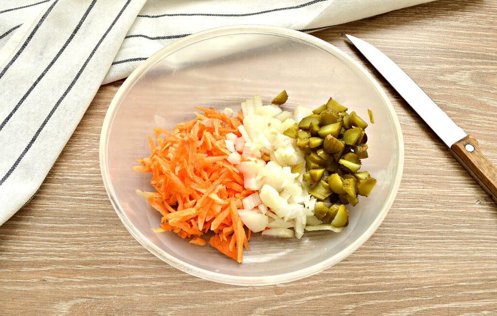 Фото рецепта - Суп с капустой и малосольными огурчиками - шаг 3