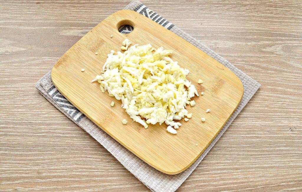 Фото рецепта - Закусочные бутерброды с крабовыми палочками и сыром - шаг 3