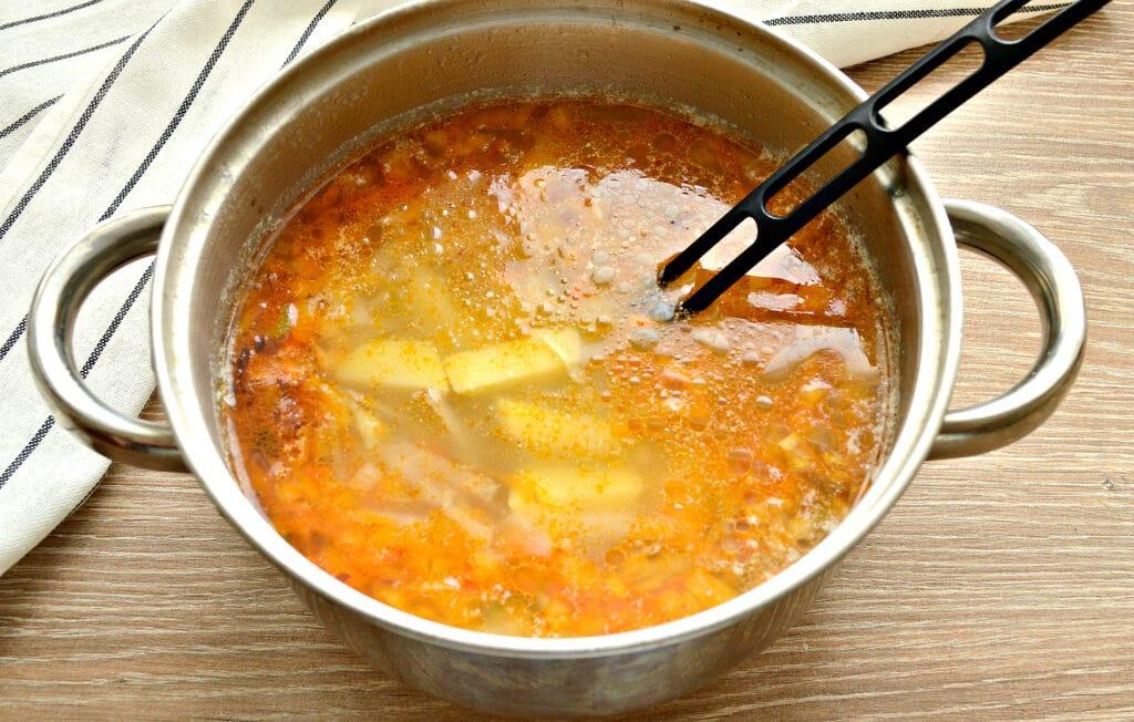 Фото рецепта - Суп с капустой и малосольными огурчиками - шаг 5