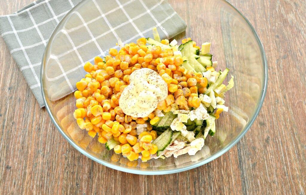 Фото рецепта - Капустный салат с курицей и кукурузой - шаг 6