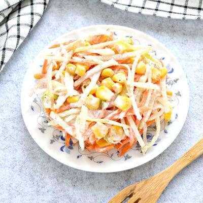 Салат с редькой и кукурузой - рецепт с фото