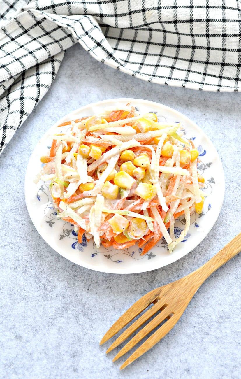 Салат с редькой и кукурузой