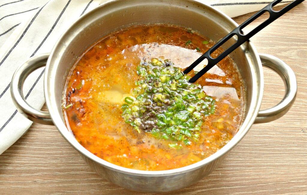 Фото рецепта - Суп с капустой и малосольными огурчиками - шаг 6
