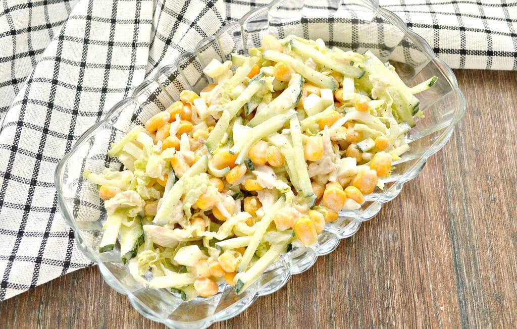 Фото рецепта - Капустный салат с курицей и кукурузой - шаг 7