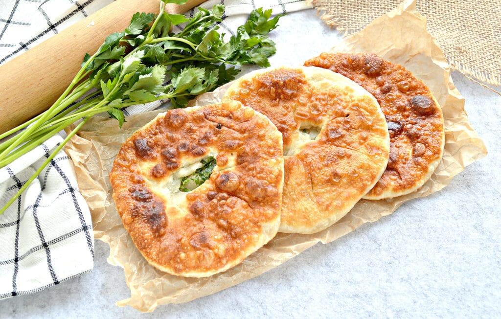 Фото рецепта - Лепешки на кефире с зеленью - шаг 7