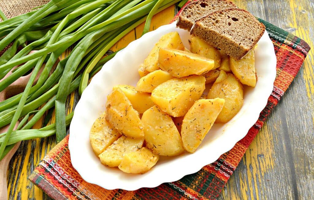 Фото рецепта - Картофель по-селянски со сметаной в мультиварке - шаг 7
