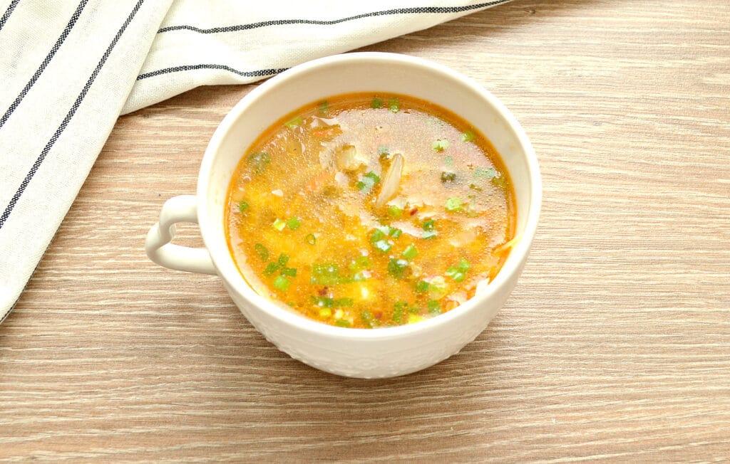 Фото рецепта - Суп с капустой и малосольными огурчиками - шаг 7