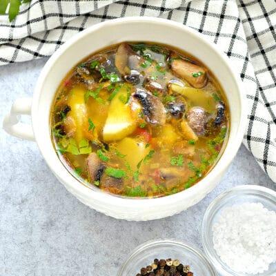 Картофельный суп с грибами - рецепт с фото
