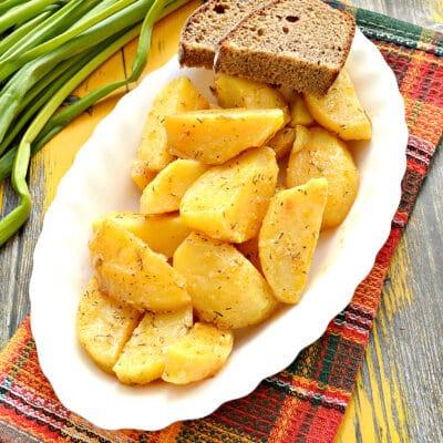 Картофель по-селянски со сметаной в мультиварке - рецепт с фото