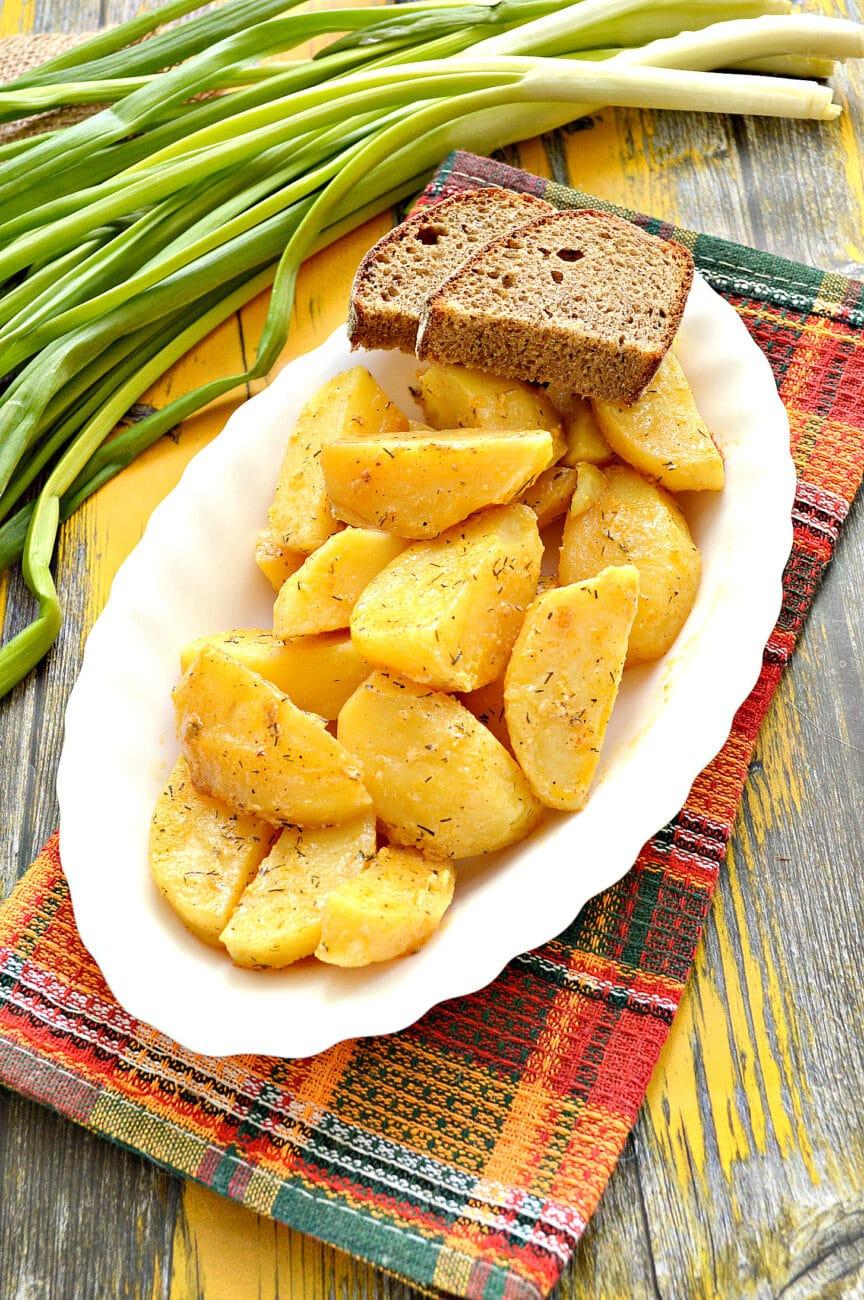 Картофель по-селянски со сметаной в мультиварке