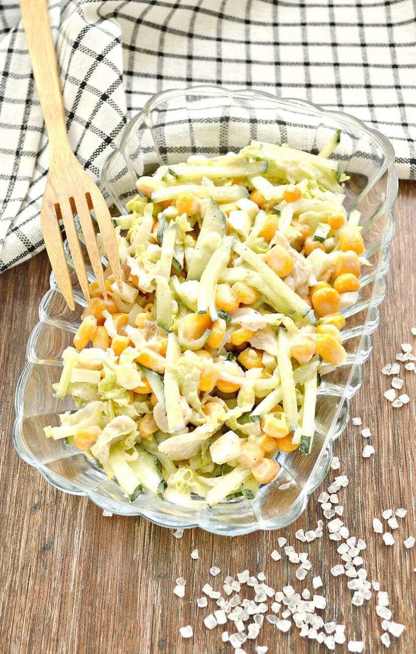 Капустный салат с курицей и кукурузой