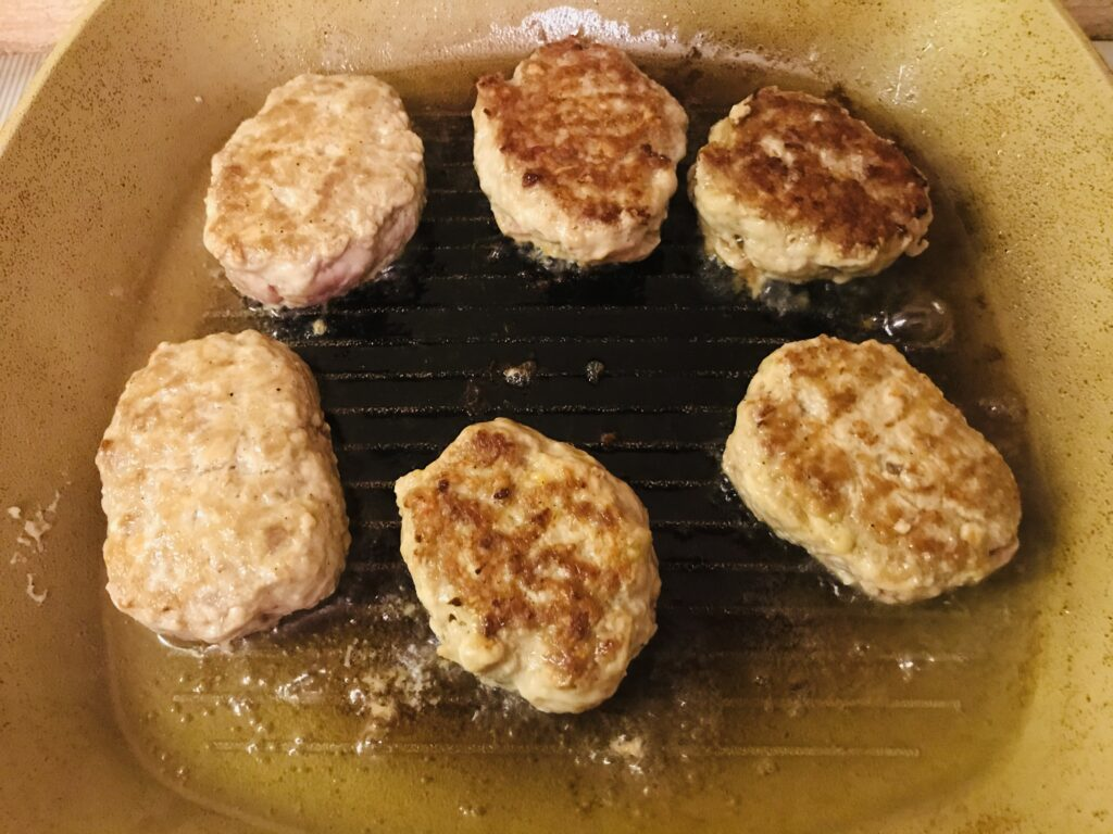 Фото рецепта - Нежные котлеты из курино-говяжьего фарша - шаг 5